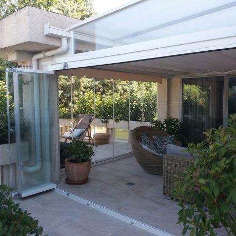 Techo fijo y cortina de cristal en Madrid