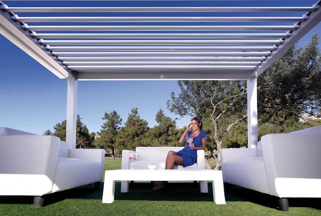 Pérgola bioclimática para jardín