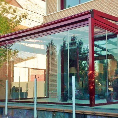 Techo móvil y cortina de cristal en Madrid