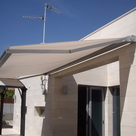 Toldo extensible en Madrid