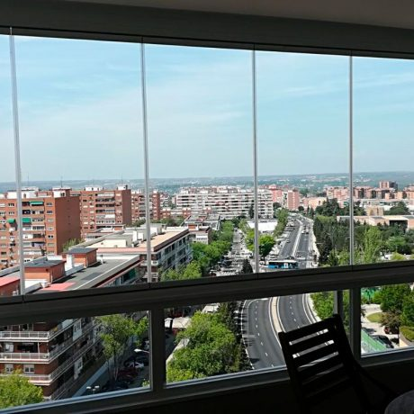 Cortina de cristal instalada en Madrid