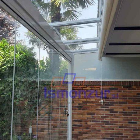 techo fijo con cortinas de cristal