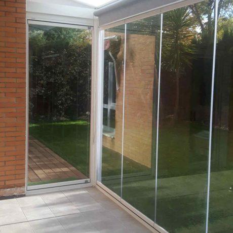techo fijo y cortina de cristal