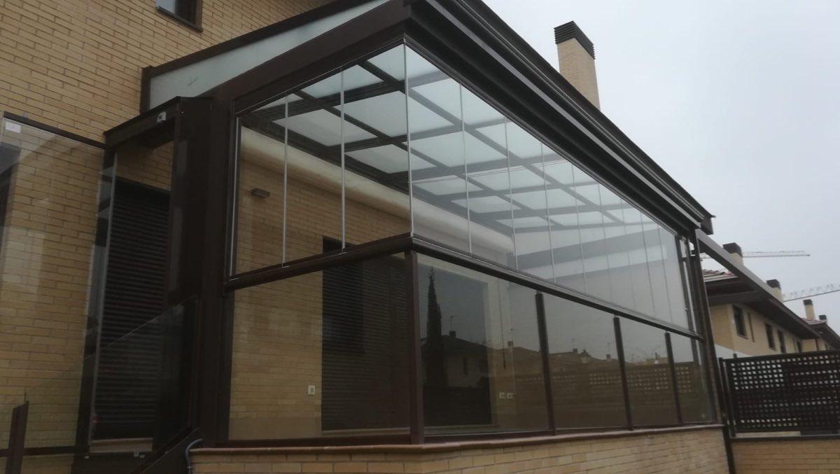 Ventajas de los techos móviles y las cortinas de cristal