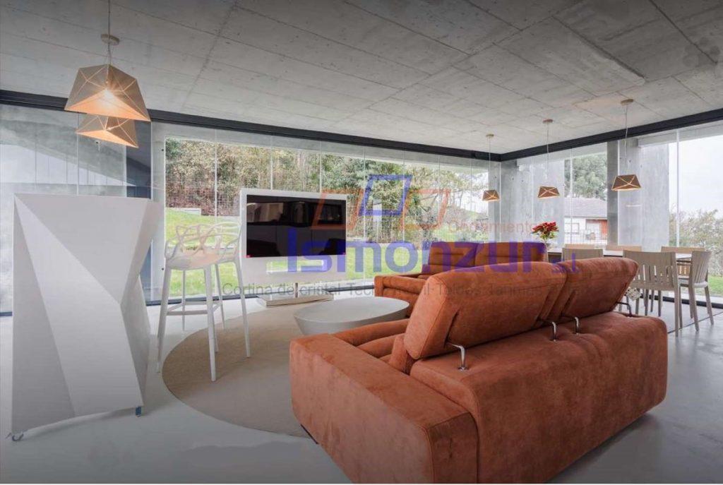 Los cierres de cristal y techos móviles aumentan el valor de los inmuebles