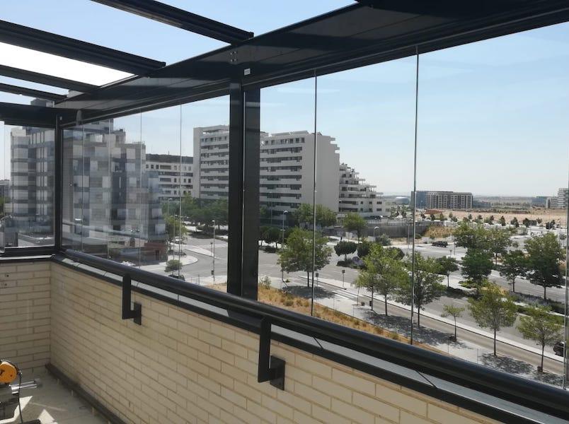 el mejor cerramiento para las terrazas son las cortinas de cristal