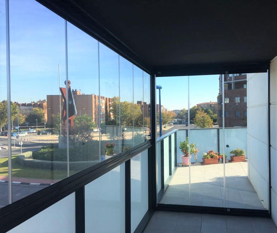 Cierres de terraza de cristal para separar ambientes sin levantar tabiques