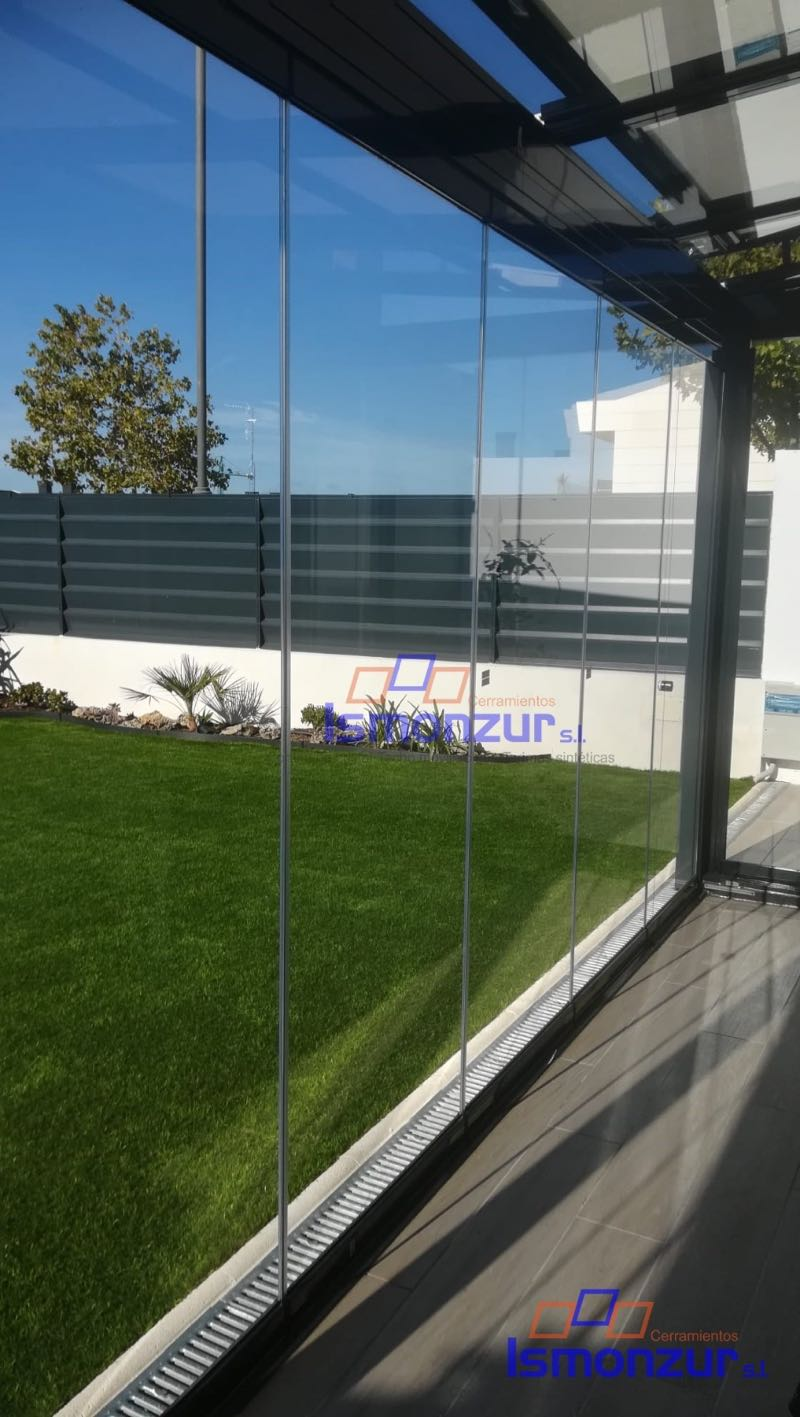 las ventajas de las cortinas de cristal para la terraza
