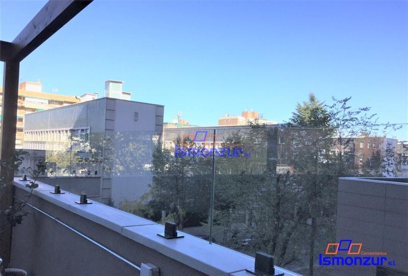 barandillas de cristal en balcones de Madrid